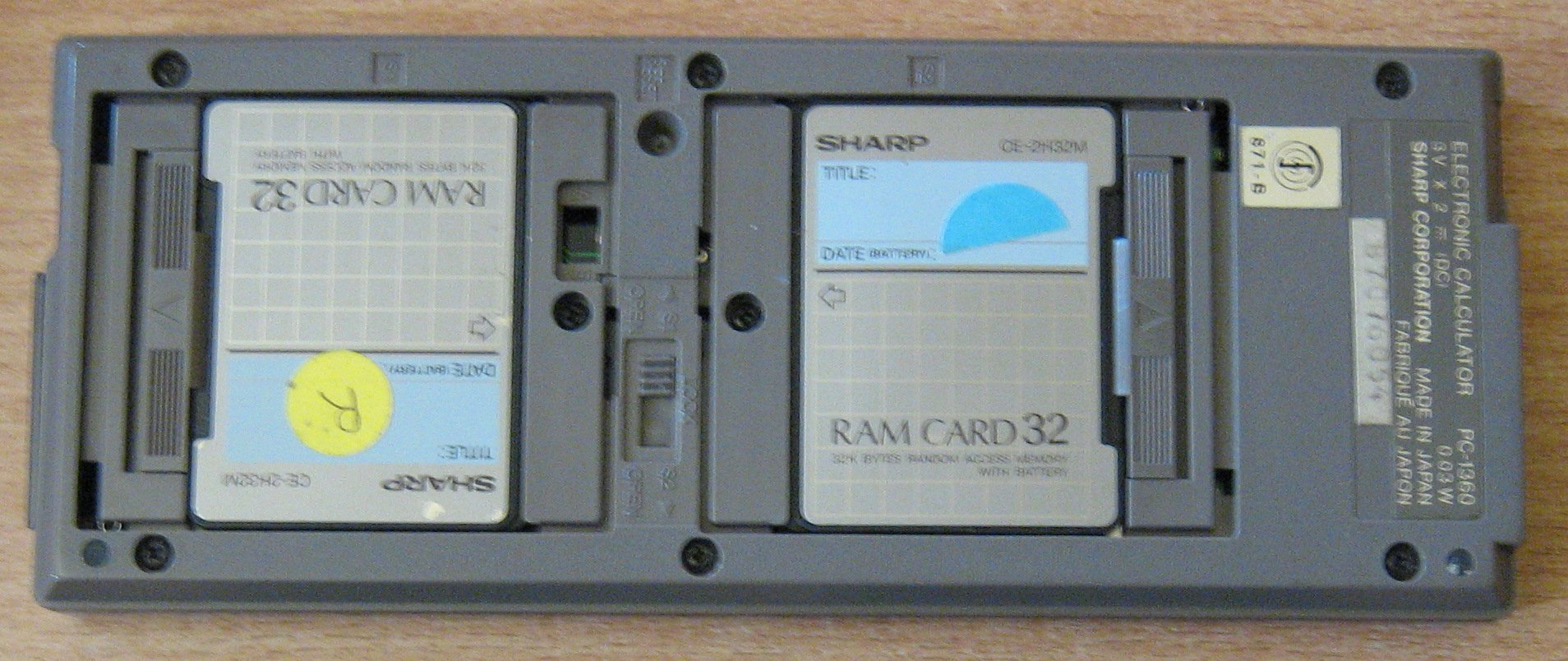 Sharp PC 1360 avec 2 cartes de 32 Ko