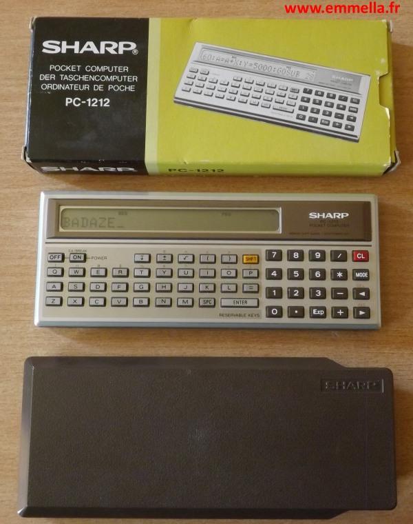 Sharp PC-1212 avec sa boîte et son étui rigide.